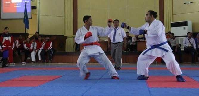 unggul-atlet-finalis-karate-kelas-berat.jpg